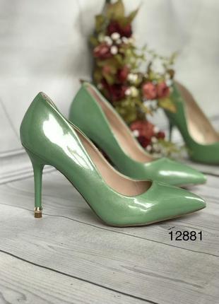 Зеленые туфли женские