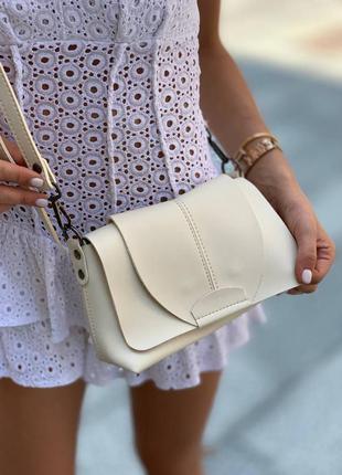 Красивая белая сумка женская