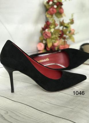 Замшевые черные туфли классика,средний каблук