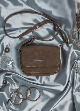 Маленькая темно коричневая сумочка через плечо кофейная сини сумка кросс боди глянец