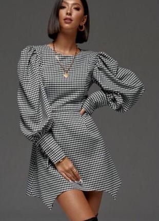 Жіноча сукня з рукавами бом