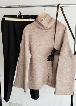 Шерстяной свитер с горлом