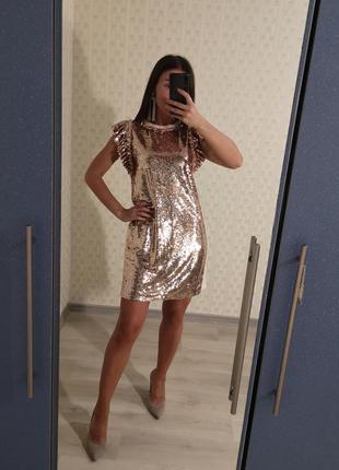 Нарядное вечернее платье в паетках, блестящее платье