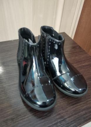 Чудові лакові ботиночки.