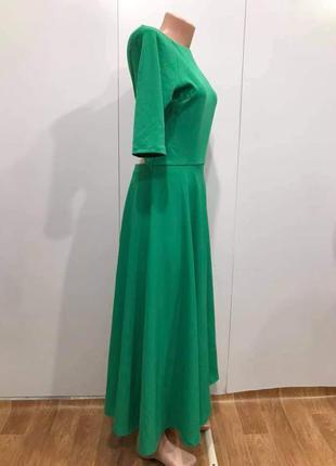 Нове плаття міді з гарним вирізом на спині