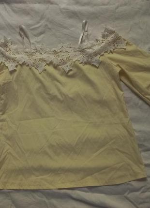 Красивая нежная блуза открытые плечи