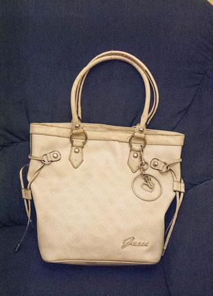 Оригинальная бежевая сумка guess