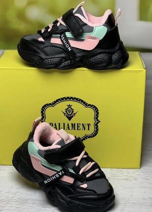 Демисезонные кроссовки утеплённые плюшем для девочки чёрные с розовым