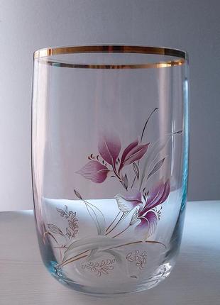 Большая ваза с нежным рисунком, стекло.