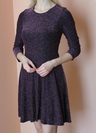 Нарядное блестящее платье с металлической нитью