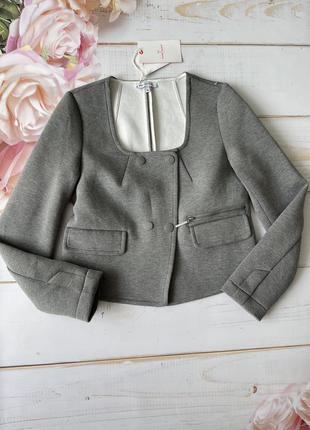 Укороченный серый пиджак жакет