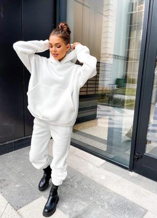 Теплый прогулочный белый костюм на флисе (худи и штаны на резинка