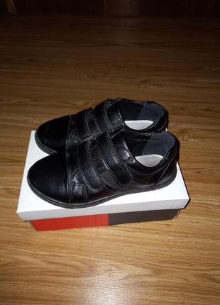 Туфлі на липучках