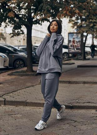 Спортивный костюм женский графитового цвета