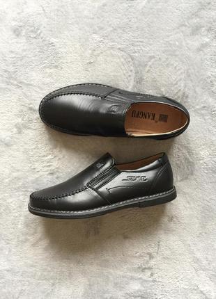 Новые черные кожаные школьные туфли мокасины
