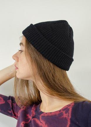 Трендовые короткие шапки - бини с отворотом, унисекс, черная короткая шапка