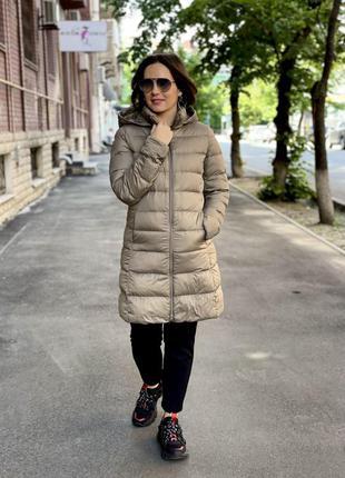 Пальто с капюшоном от uniqlo бежевое ультралегкое