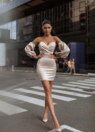 Платье бежевое с объёмными пышными рукавами атлас