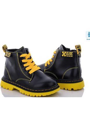 Стильные детские демисезонные ботинки для девочки с желтыми шнурками и подошвой