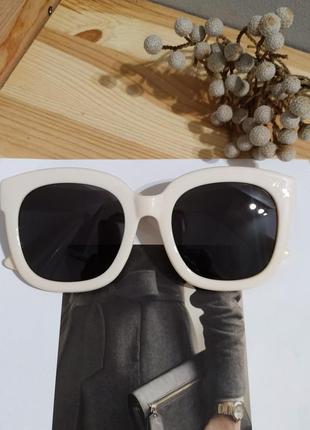 Новые солнцезащитные очки бежевые большие ретро окуляри сонцезахисні
