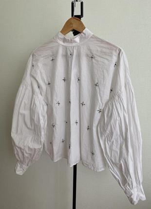 Белая блузка с буфами от mango s