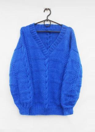 Вязаный объёмный теплый мохеровый свитер с косами