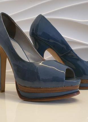 Туфли фирменные почти новые. кожа