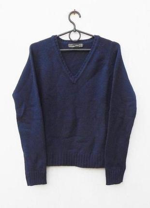 Теплый шерстяной  свитер с v- образным вырезом