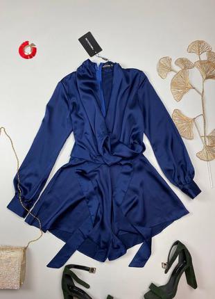 Синий атласный комбинезон с поясом prettylittlething , с красивыми пуговицами на рукавах