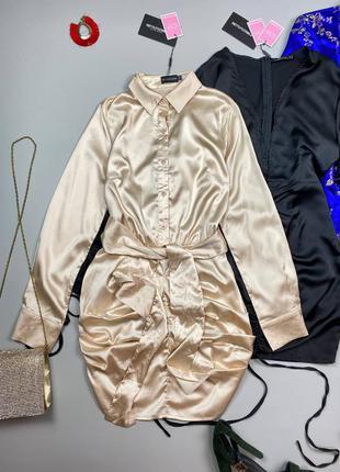 Атласное бежевое платье с поясом prettylittlething