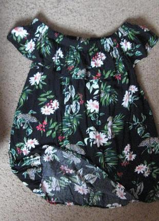 Блуза черная в цветах с воланом вискоза