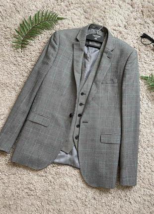 Актуальный шерстяной пиджак с мужского плеча