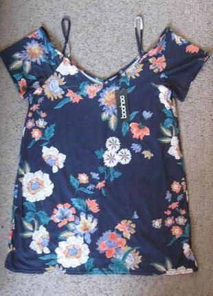 Блуза в цветах с открытыми плечами