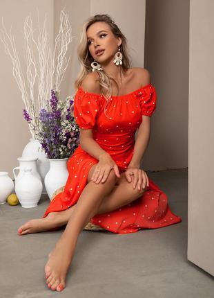 Платье миди в горох с открытыми плечами высокий разрез приталенное фонарики