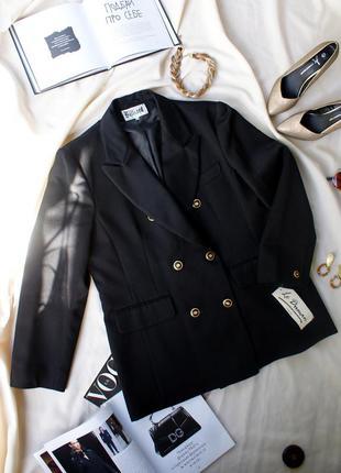 Двубортный пиджак жакет чорний блейзер трендова модель з яскравими гудзиками