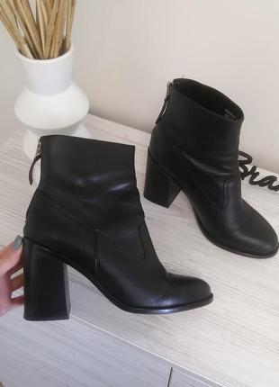 Шикарные кожаные ботинки ботильены