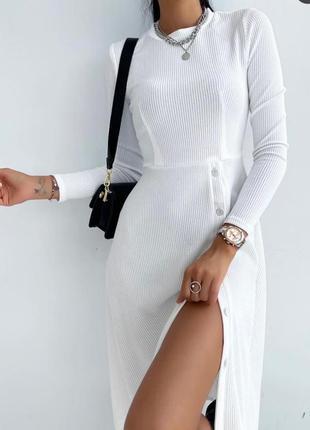 Ніжна сукня в рубчик
