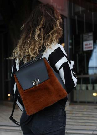Меховой модный рюкзак сумка трансформер черная молодежная сумочка через плечо с рыжим мехом