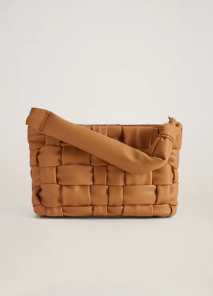 Модная плетеная сумка mango кроссбоди