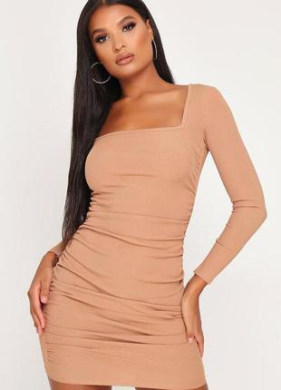 Шикарное обтягивающее платье в рубчик со сборкой сборками по бокам квадратным вырезом