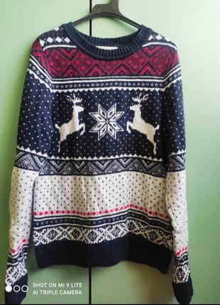 Классный свитер натуральная шерсть