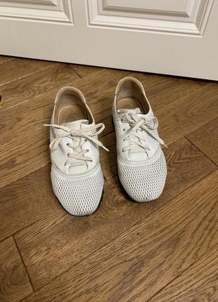Кросівки estro
