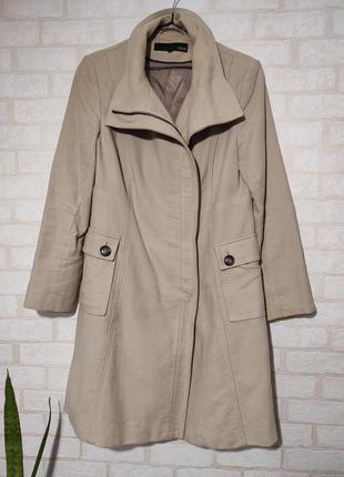 Демисезонное, стильное, брендовое пальто с косой молнией