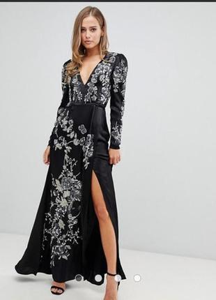 Платье атласное с вышивкой 44 размер