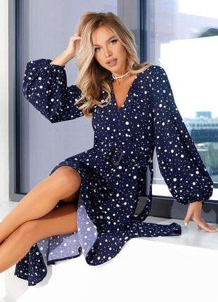 Синее в горох платье миди с декольте на запах деловое демисезонное фонарики