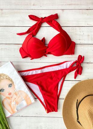 Красный купальник с плотной чашкой