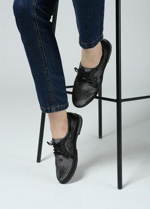 Перфорированные туфли на низком ходу