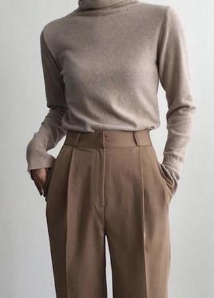 Стильные бежевые брюки с высокой посадкой mango