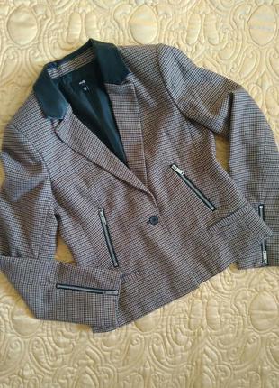 Стильный приталенный короткий клетчатый пиджак/жакет oodji 38/в клетку/демисезонный