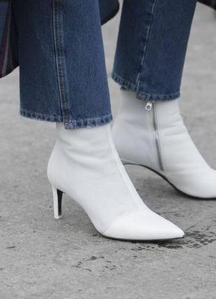 Белые ботильоны, ботинки, полусапожки на низком каблуке киттен хилл, демисезонные